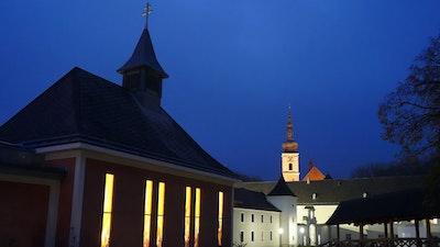 """Livestream Gebetsstunde """"Wir beten für Sie"""", Stift Heiligenkreuz"""